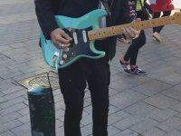 Billy Gibbons'ın Sokakta Gitar Çalması