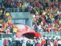 Göztepe - Eskişehirspor Maçında Eskişehirli Oyunculara Saldıran Maganda