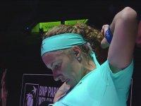 Svetlana Kuznetsova'nın Maçta Saçını Kesmesi