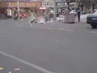 Diyarbakır'da Çöpçülerin Yollara Çöp Dökmesi