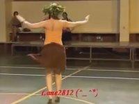 Ritmik Kalça Titeten Dansçı