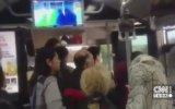 Metrobüs Şoförüne Vurmak İçin Şemsiye İstemek