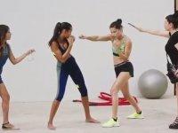 Adriana Lima'nın Mannequin Challenge Akımına Katılması