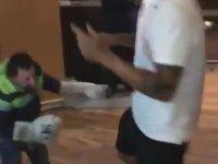 Köksal Baba'nın Ramon Motta'yı Dövmesi