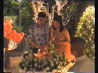 Yeni Tayland Kralının 3. Eşinin Çıplak Doğum Günü Partisi