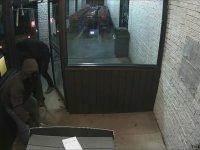 ATM'yi Yerinden Sökerek Çalan Hırsızlar