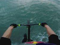 Takla Atarak Okyanusa Atlayan Bisikletçi