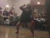 Düğünün Hakkını Veren Yaşlı Teyzenin Olay Dansı