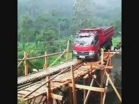 Tahta Köprüden Kamyonet Geçirmeye Çalışmak