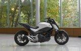 Yer Çekimine Meydan Okuyan Honda Motosiklet