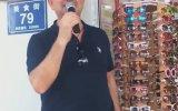 Çin'de Mikrofonu Eline Alıp Satış Yapan Türk Küfür İçerir