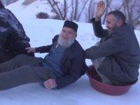 Leğenle Kayan Erzurumlu Dedeler