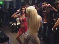 Bulgar Düğününde Kapışan Dansözler