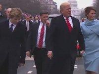 Trump'ın Oğlunun Yürümeyi Yeni Yeni Keşfetmesi