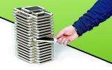 40,000 Dolarlık 108 Adet iPhone SE İle Yapılmış Jenga Kulesi