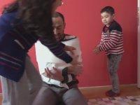 Babalarını Tuvalet Kağıdına Saran Yavru Yutubırlar