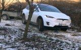 Çiftlikte Traktör Olarak Tesla Model X Kullanmak