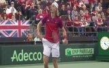 Topu Hakemin Gözüne Nişanlayan Tenisçi