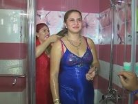 Düğün Öncesi Gelini Kıyafetleri İle Yıkamak