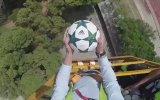 Luis Suarez'in Vinçten Aşağı Atılan Topu Kontrol Etmesi
