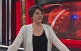 Fatih Portakal'ın Eşinin Kafa Omuz Kıvırmalı Sunuculuk Performansı