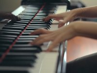Taraftarlar Eşliğinde Piyano ile İzmir Marşı