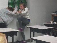 Sınıf İçinde Acımasız Kız Kavgası
