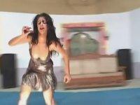 Oynak Arap Kızından Tombiktolu Dans