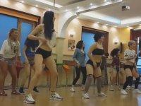 Twerk Dersi Veren Türk Dansçı Merve Vural