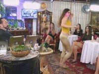 Pembe Peçeli Taytı Dar Kediciğin Oryantal Dansı
