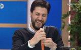 Serkan Çağrı'nın Havuçtan Flüt Yapması