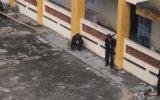 Vietnam Polisinin Sopayla Binaya Tırmanması