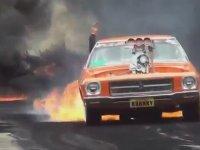 Egzozuyla Yakıp Yıkan Araba