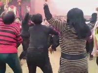 Çinlilerin Bağcılar Tadındaki Tapınak Dansı