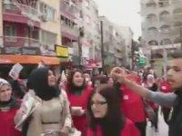 İzmir'de Broşür Dağıtan Kadın Topluluğuna Saldırı