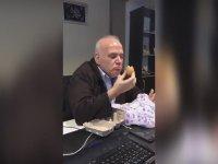 Ahmet Çakar'ın Çiğ Yumurta Yemesi
