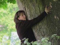 Ağaçla Evlenen Kadın