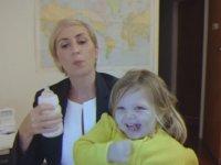 Canlı Yayını Kesen Çocuk (Kadın Muhabir Versiyon) - BBC News