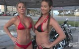 Motosiklet Yıkayan Bikinili Hatunlar