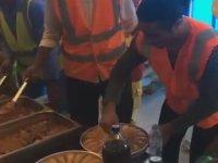 Nusret'in İnşaat İşçilerine Baklava Dağıtması
