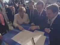 Angela Merkel'i Gülmekten Öldüren Antlaşma İmzası