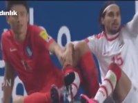 Futbolcuların Krampon Bağcıklarının Birbirine Dolanması