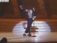Michael Jackson'ın İlk Moonwalk Dansı (1983)