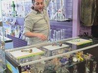 Bong Aletlerine Sağlamlık Testi Yaparken Dükkanın İçine Etmek