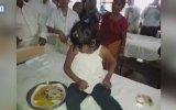 Maymunlarla Büyüyen Kız  Hindistan