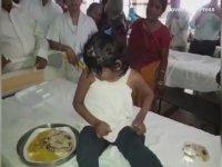 Maymunlarla Büyüyen Kız - Hindistan