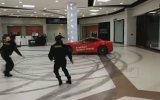 Ferrari İle Avm'nin İçinde Ralli Yapmak