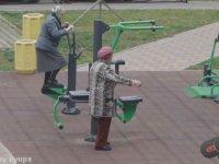 Yaşlı Teyzelerin Minnoş Minnoş Spor Yapması