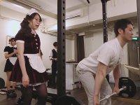 Japonya'da Hizmetçi Kostümlü Antrenörlerin Çalıştığı Spor Salonu