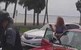 Kocasını Döven Motorculara Silah Çeken Kadın